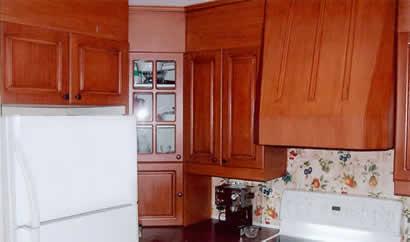 Les moulures d coratives moulures de bois jonction de for Moulure armoire cuisine